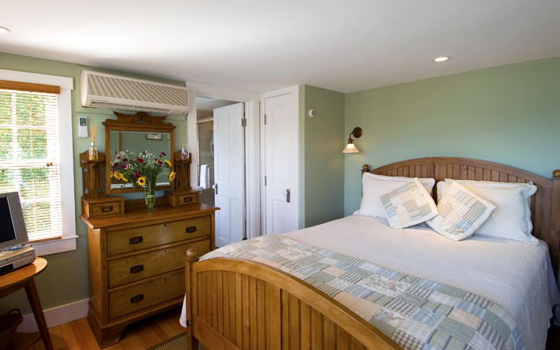 cape cod lodging guest rooms revere guest house provincetown ma