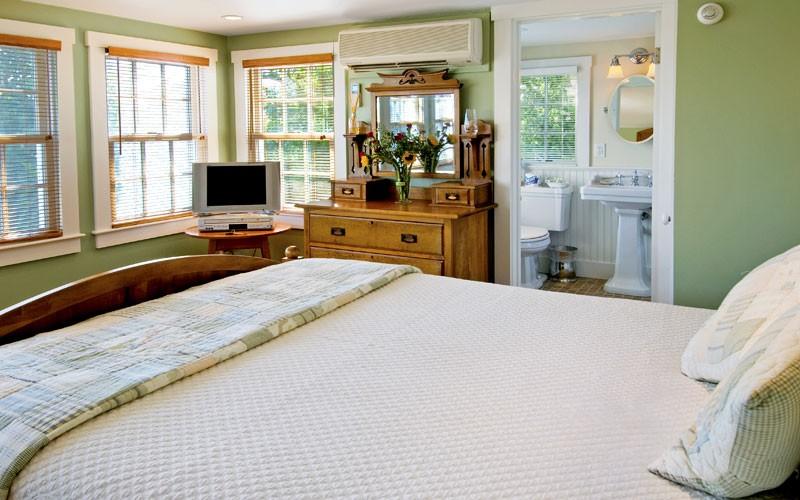 Revere Guest House Nantucket Room